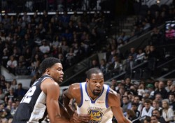 [NBA] 황금전사들의 '히어로 볼'