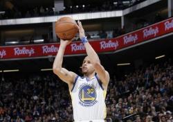 [NBA] '대세는 3점' GSW-SAC, 한 경기 최다 3점슛 신기록 경신
