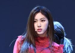 [포토;뷰] CLC 권은빈 강렬한 레드룩