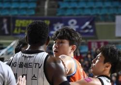 [프로농구] 농구 팬들, 강상재 질타 '프로선수 답지 못한 행동'