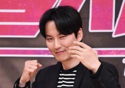 [포토;뷰] 김남길 파이팅 넘치는 '열혈사제'