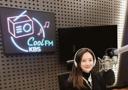 김지원 아나운서, 안에 강민경 보인다? 살짝 웃으니 드러난 꽃미모