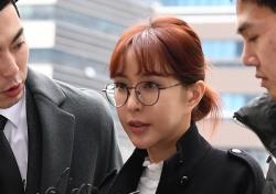 [포토;뷰] '상습도박혐의' 슈 묵묵부답