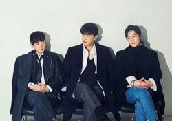 이수는 노래 中…데뷔 20년 차 엠씨 더 맥스 이수, 3년 만에 새 앨범
