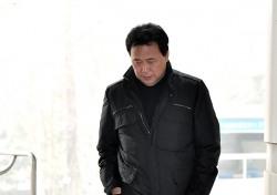 [포토;뷰] 김창환 회장 어두운 표정으로 법원 출석