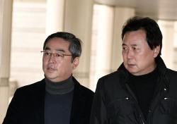 [포토;뷰] 김창환 회장-이정현 대표 함께 1차 공판 출석
