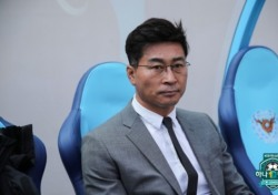 """울산 김도훈 감독, """"득점력이 떨어져 신경질나고 설욕 못해 아쉽다"""""""