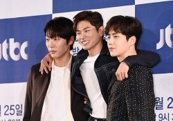 [포토;뷰] 신현수-이이경-김선호 '와이키키' 포토타임부터 웃음 만발