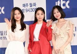 [포토;뷰] 문가영-안소희-김예원 봄을 부르는 미녀
