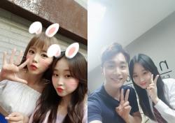 '미스트롯' 이승연, 홍진영-조성모-채연 등 가요계 선배들과 친근한 '훈훈' 셀카 공개