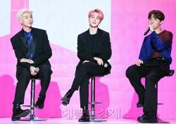 [포토;뷰] 방탄소년단 RM-지민-제이홉 앉아만 있어도 화보