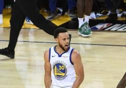 [NBA] '47득점 공세에도..'.르브론의 아픔이 느껴진 커리