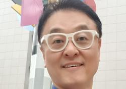 개그맨 출신 교수 권영찬, '연예인 1호 문화심리사회학 박사 학위' 인증 사진 주목