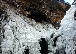 [포토뉴스]최강 한파가 만들어낸 얼음 빙벽