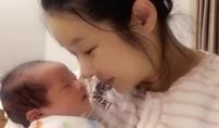현영, 생후 4일 둘째 아들 첫 공개