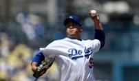 류현진, 데뷔 첫 홈런…7이닝 3실점, 시즌 13승
