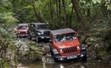 2018 Jeep Wrangler traverses rough terrain