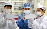 China looms over Korea (3): Quality vs. price? Battle of batteries