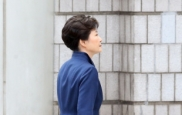 """구속 위기 박근혜, 푸른색 의상 """"..."""