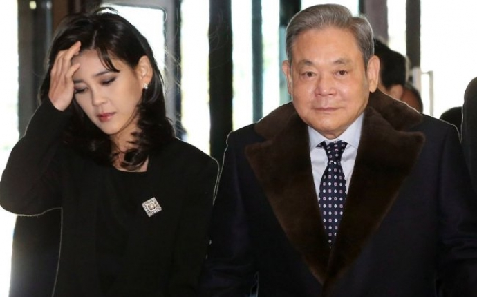 Samsung chairman's ranking rises among global superrich : report