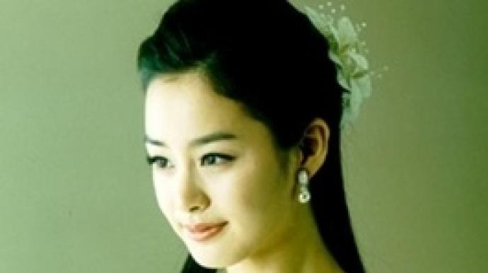 비와 결혼 김태희, 웨딩드레스 사진 포착...
