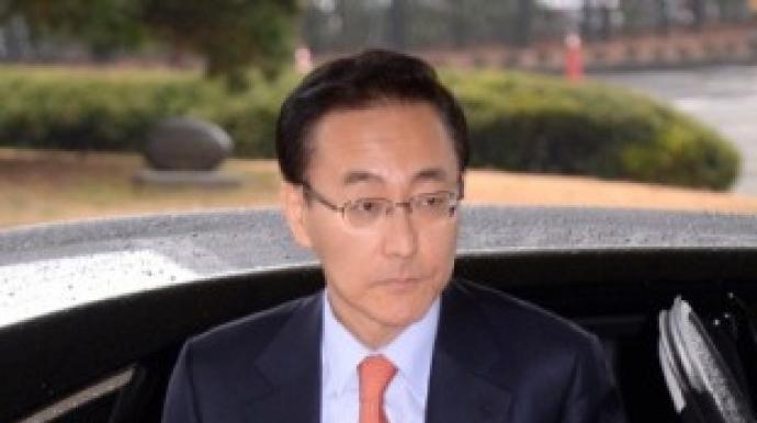 """김수남 결심섰다…전직 총장들 """"법리대로..."""