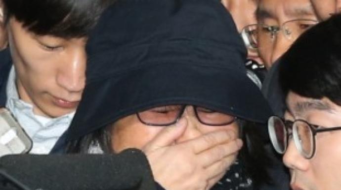 """최순실, 법정서 비서 만나자 """"미안하다""""..."""