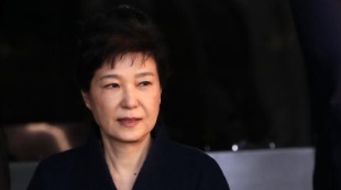 법원 출석한 박근혜… 포토라인 가로질러...