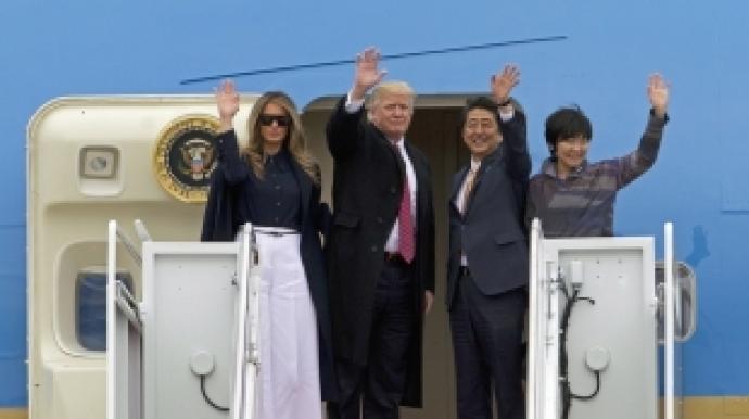 """""""헬로우도 못해""""…트럼프, 日 아베 부인..."""