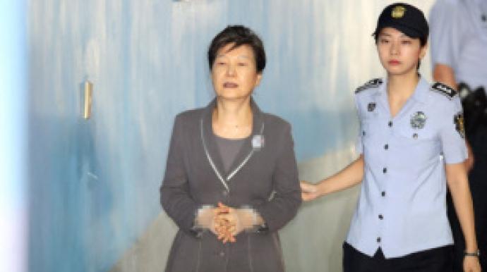 """특검 """"박근혜 수법, 노태우 뇌물 사건과..."""