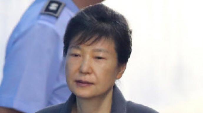 """朴재판서 검찰 향해 """"너희도 총살감"""" 외..."""