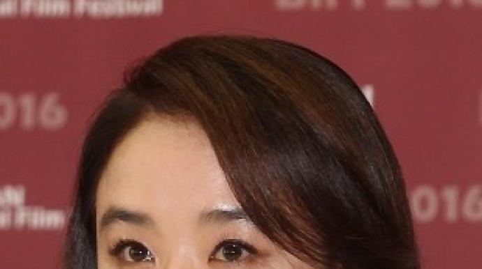 영화배우 강수연, 압구정 건물주 등극…황...