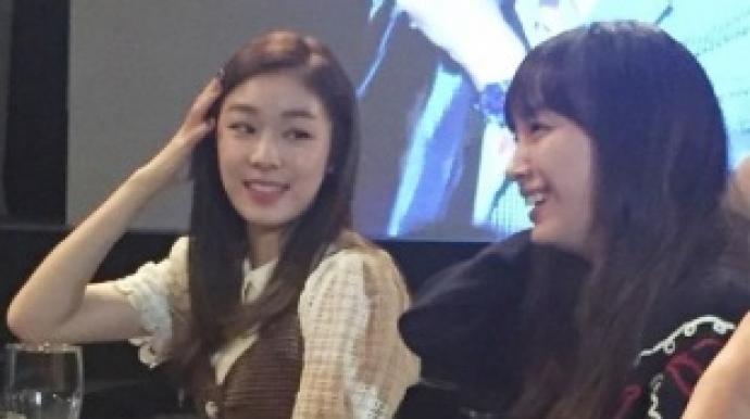 이나영·김연아 특급 만남…박수치며 화기...