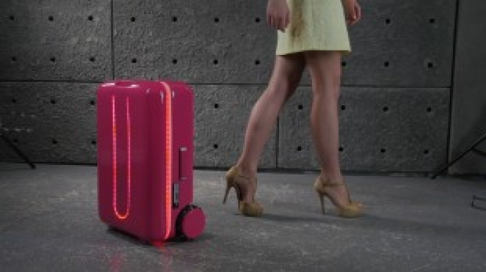 Autonomous suitcase Travelmate makes global debut in Korea