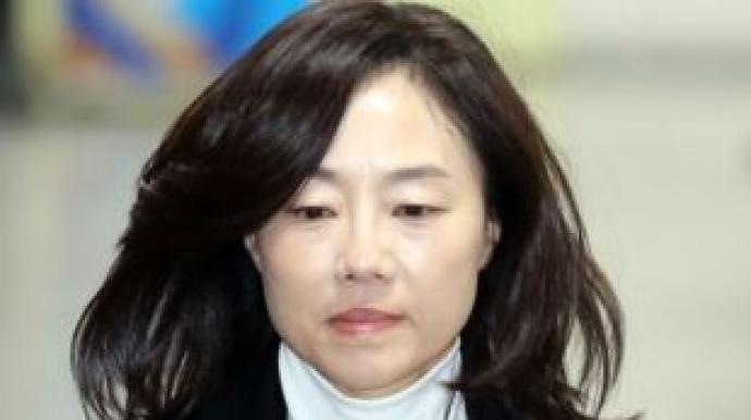 조윤선, 새벽 2시 귀가…국정원 상납 의혹...