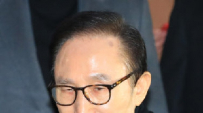 다스-청와대 연결고리 압수수색… MB 조이...