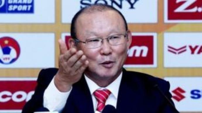 베트남 축구 영웅된 박항서, 승리 후에도...