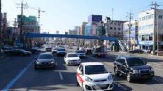 30m 앞 육교에도 9차로 무단횡단, 광주 쌍...