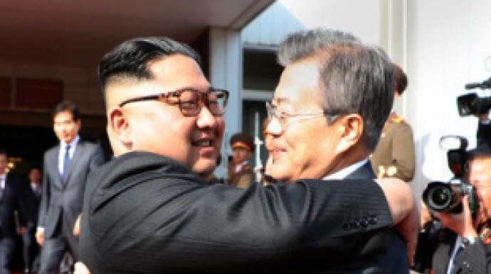남북정상, 한달만에 극비 재회…불씨 살리...
