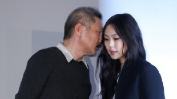 '결별설' 홍상수·김민희, 이사 후 영화...