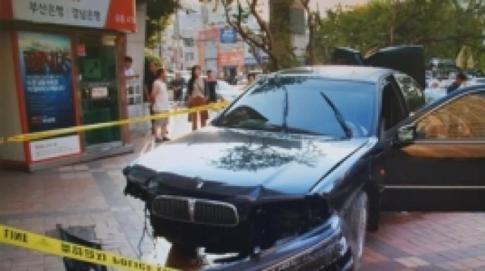 후진 차량에 20대 경비원 사망…40대 여성...