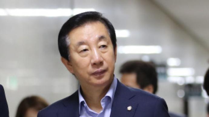"""김성태 """"사퇴? 쓸데없는 소리"""""""