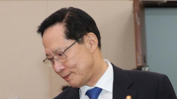 """송영무 """"마린온 유족, 의전 흡족하지 못..."""
