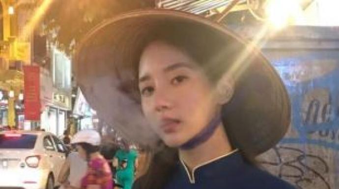 한서희, 아오자이 입고 담배…베트남 네티...