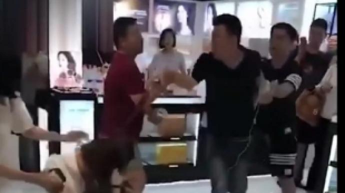 중국인들, 서울 롯데면세점서 볼썽사나운...