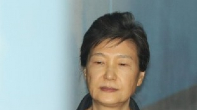 박근혜 전 대통령, 독방 칩거…산책도 안...