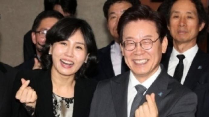 """""""외부인 통제해달라""""…이재명·김혜경 ..."""