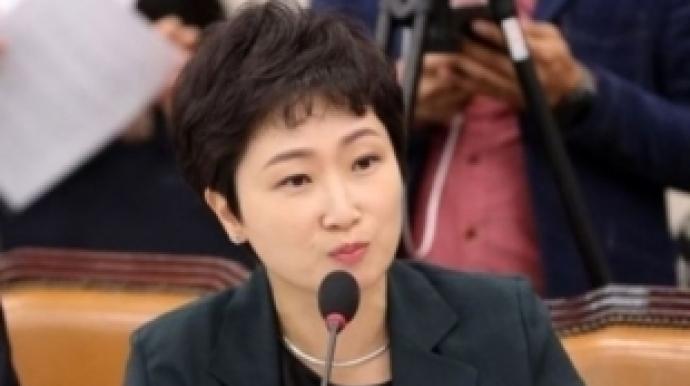 """이언주 """" KBS 직원 60% 억대 연봉, 존속..."""