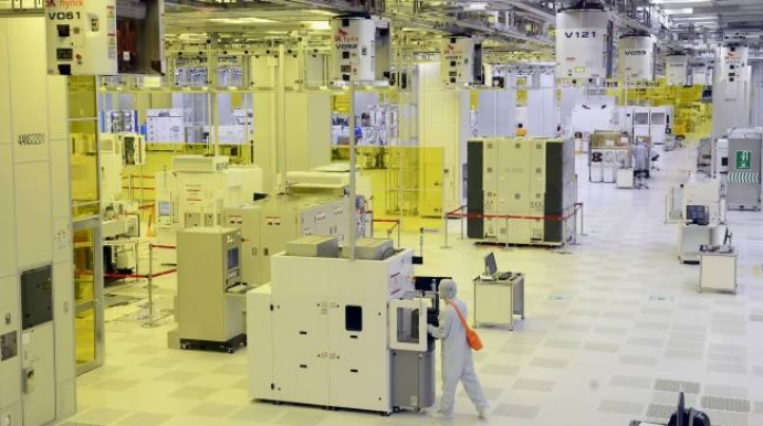 SK hynix completes new fab line in China