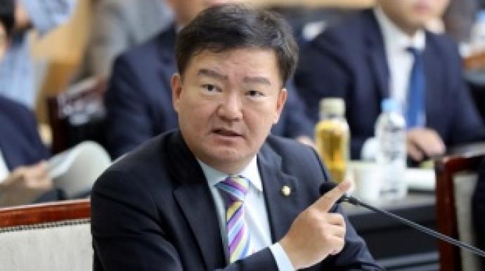 """민경욱 """"文 대통령은 '박쥐 정치인'""""..."""